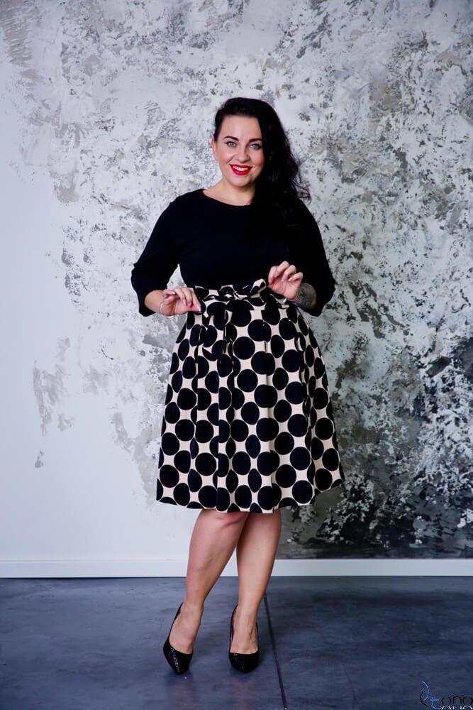 Czarno-Beżowa Sukienka JENNY Plus Size Grochy