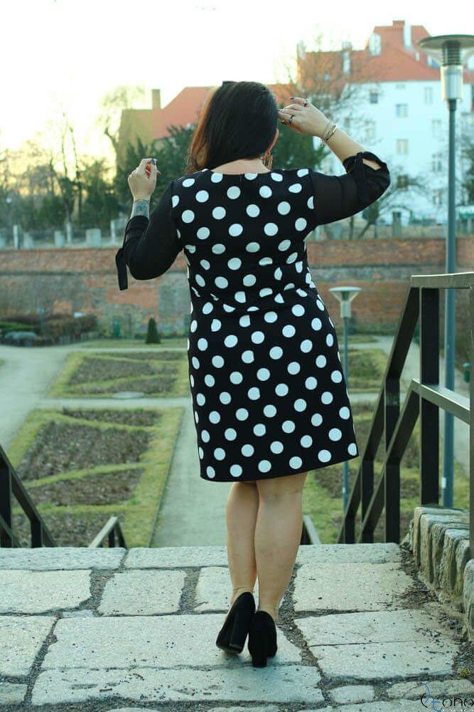Czarno-Biała Sukienka COLLINA Plus Size