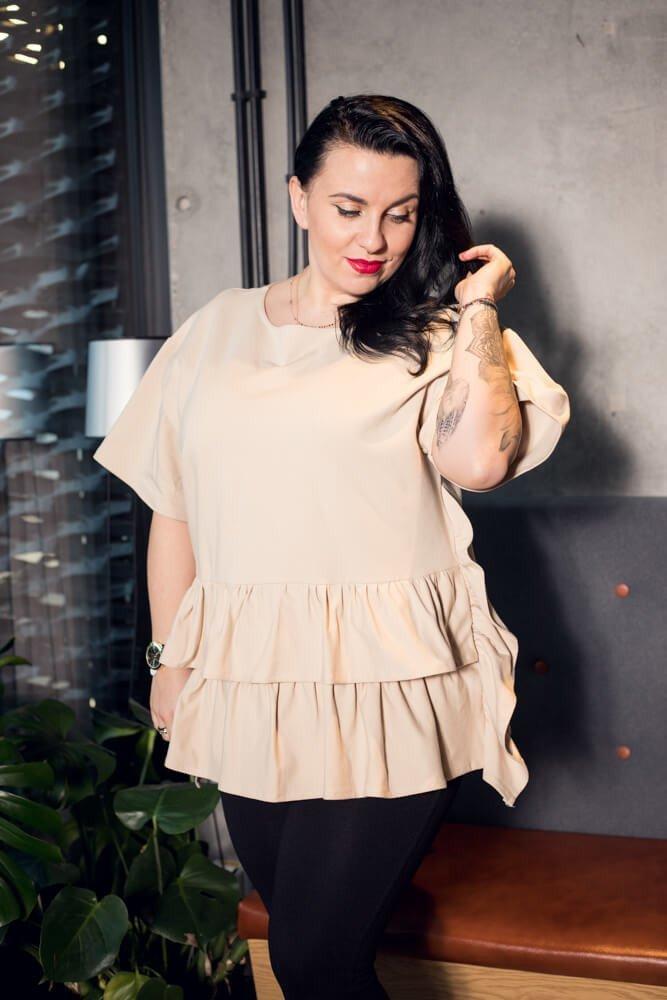 Beżowa bluzka damska ONDA falbany Plus Size