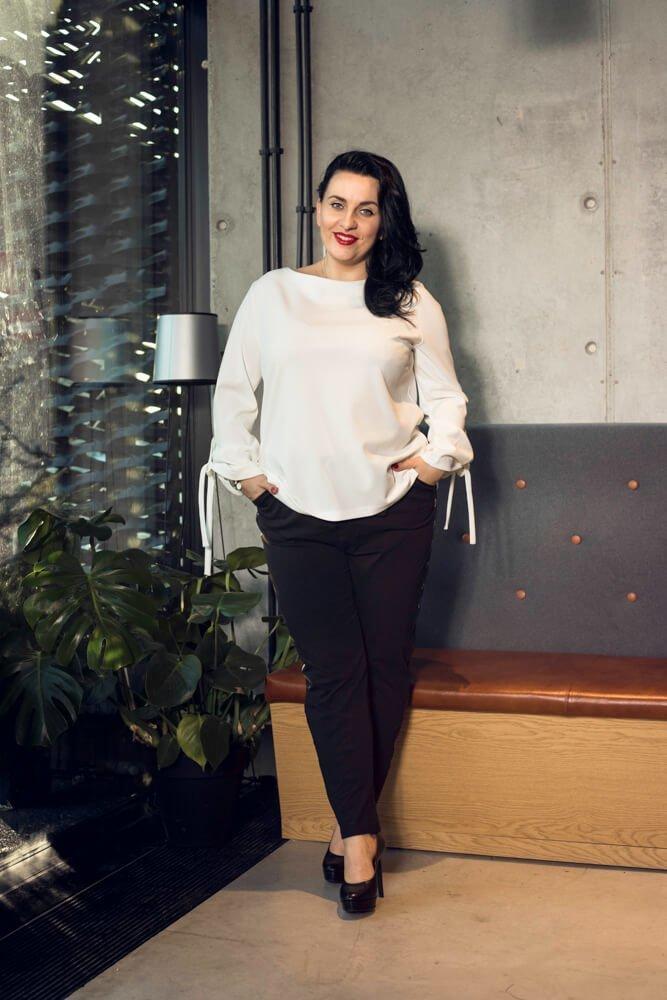 Biała bluzka damska MANIKA Zapinana Trapezowa Plus Size