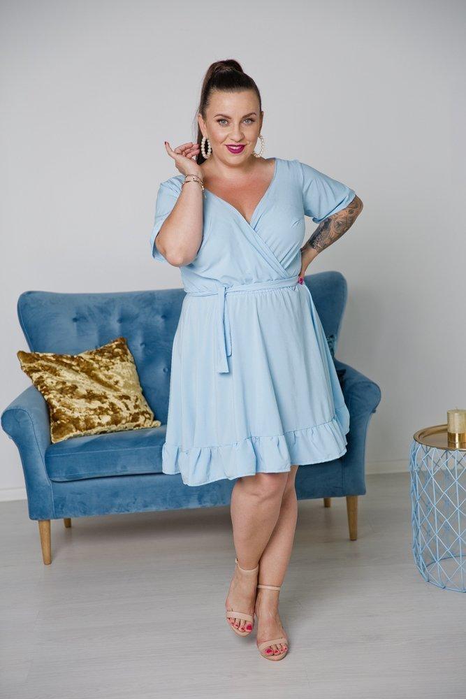 Błękitna Sukienka MADA Plus Size