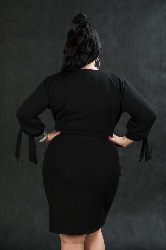 Czarna Sukienka CIARRA Kopertowa Plus Size