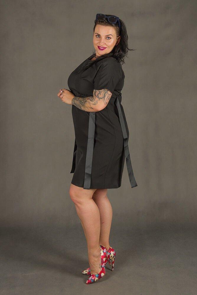 Czarna Sukienka MARIETTA Plus Size