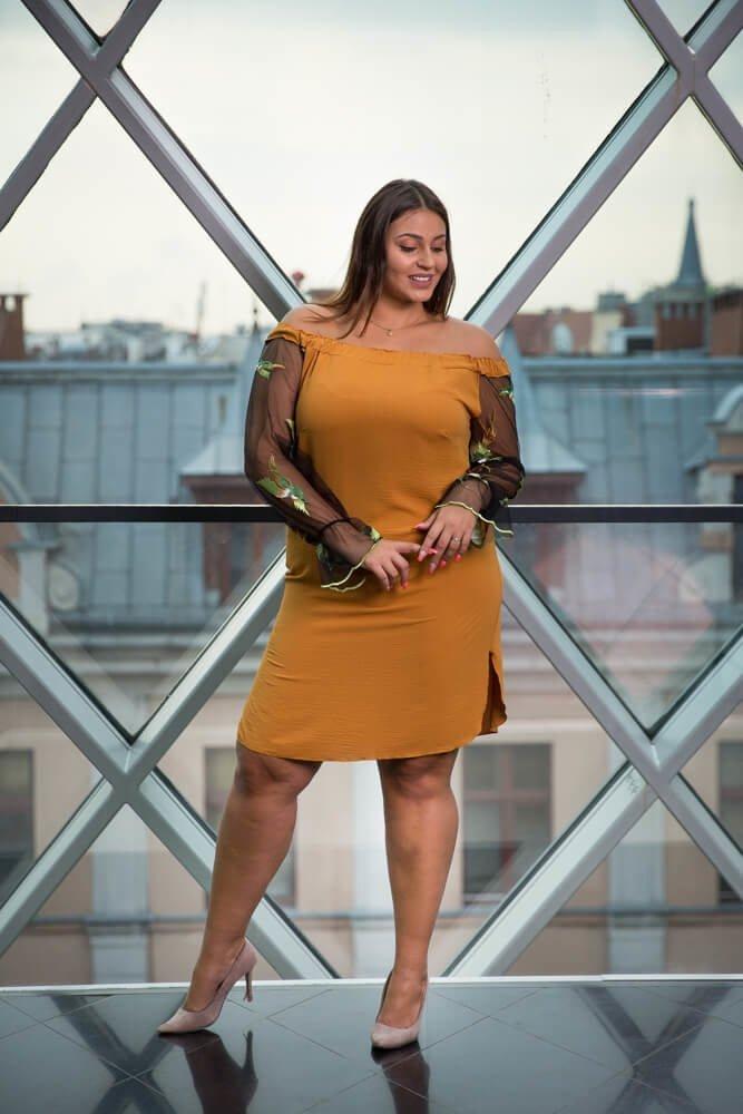 Sukienka MADAME Plus Size Camel